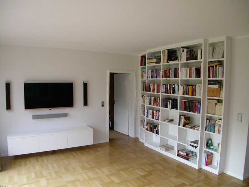 Media-Sideboard und Bücherregal