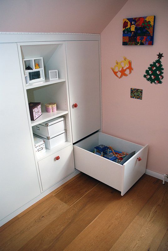 einbauschrank kinderzimmer unter dachschr ge julius m bel kreativ funktionell. Black Bedroom Furniture Sets. Home Design Ideas